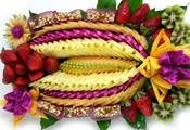 מגש פירות טריים חתוכים ומובחרים