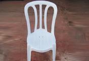 כסא פלסטיק אפור בהיר